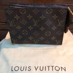 Louis Vuitton Toiletry 19
